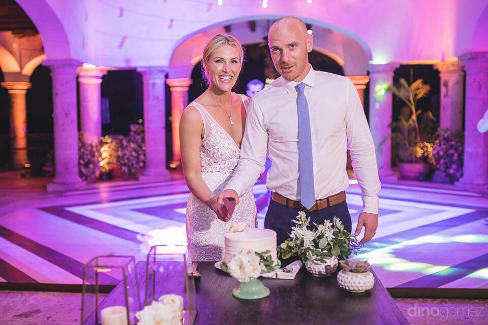 Newlyweds cutting the cake - Megan & Andrew's Wedding
