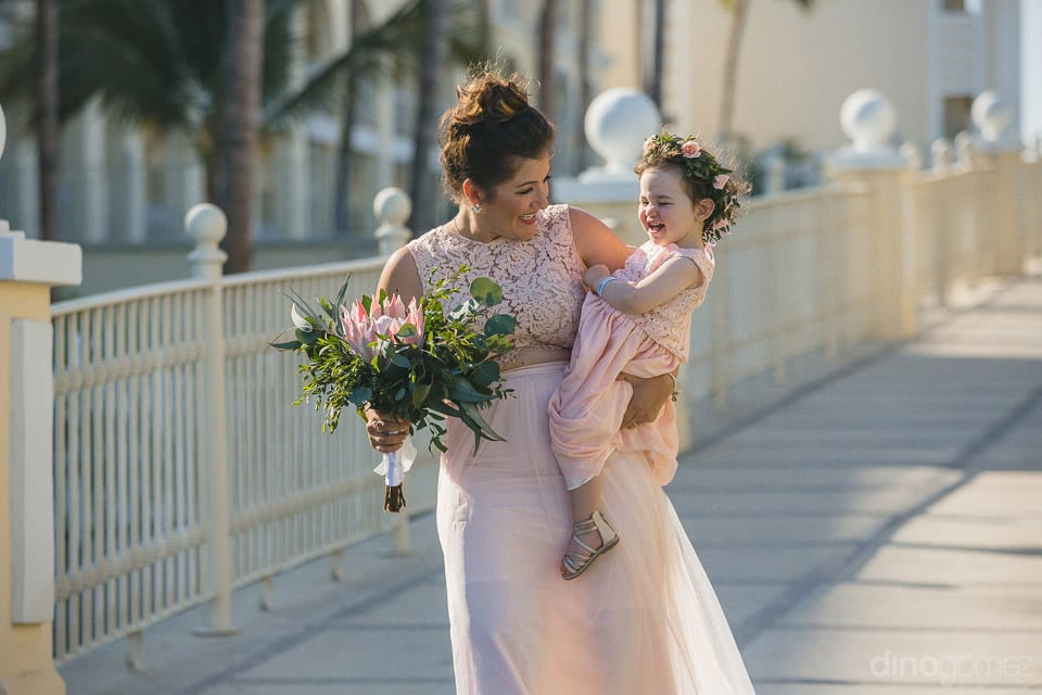 Arrival of the beautiful lady with her cute daughter at the wedding venue dressed almost alike- Aubrey & Chris