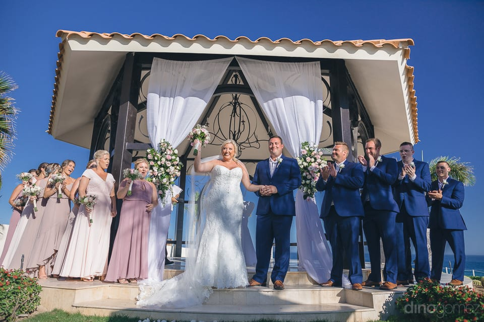 Lovely couple holding hands and posing for the camera with all the bridesmaides and the bestmen - Shannon & Jordan