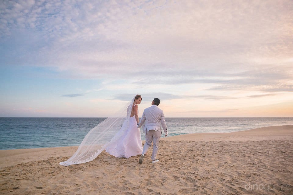 Prestine sand walk of the couple of Lindsay & Clark