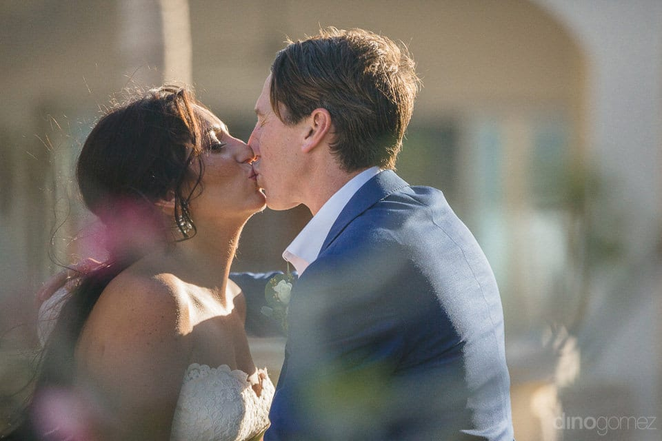 The love- filled kiss between the couple under the sun- Aubrey & Chris