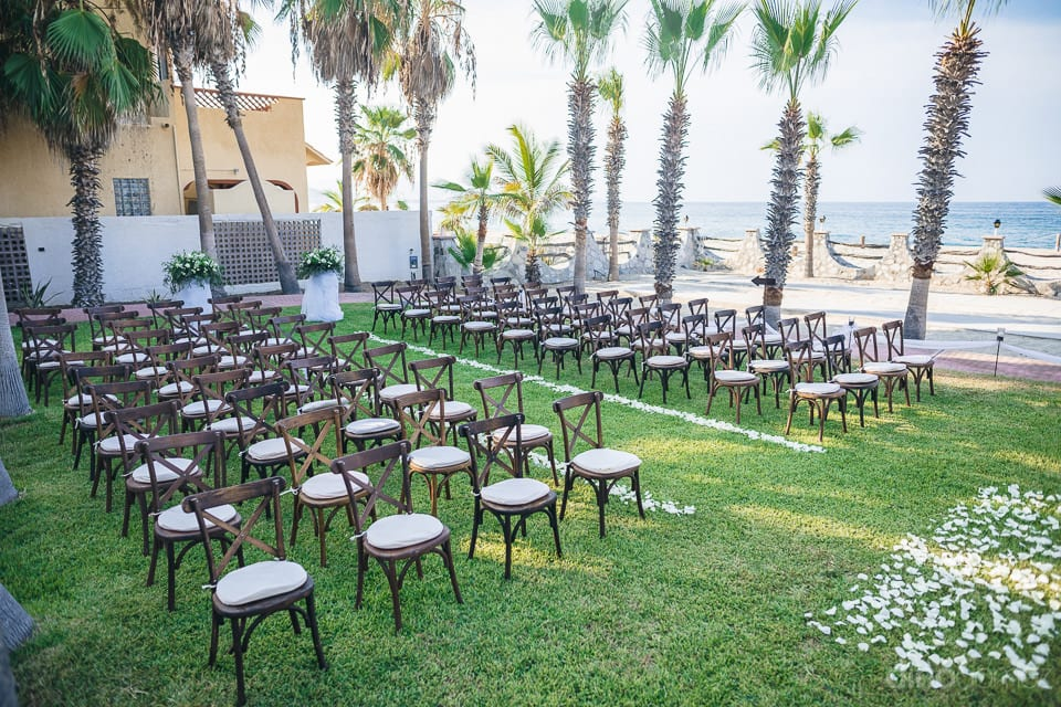 Wedding venue of the gorgeous couple is looking stunning with the decorations at the beach side- Christina & Steve