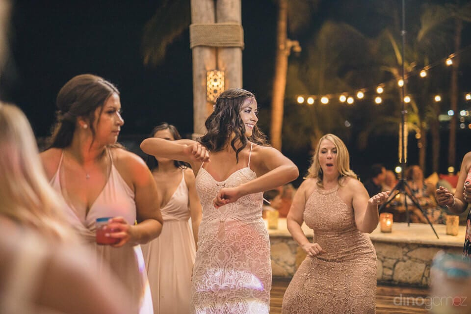 Lovely bride and her friends are enjoying the dance party to the fullest- Nicole & Ryan