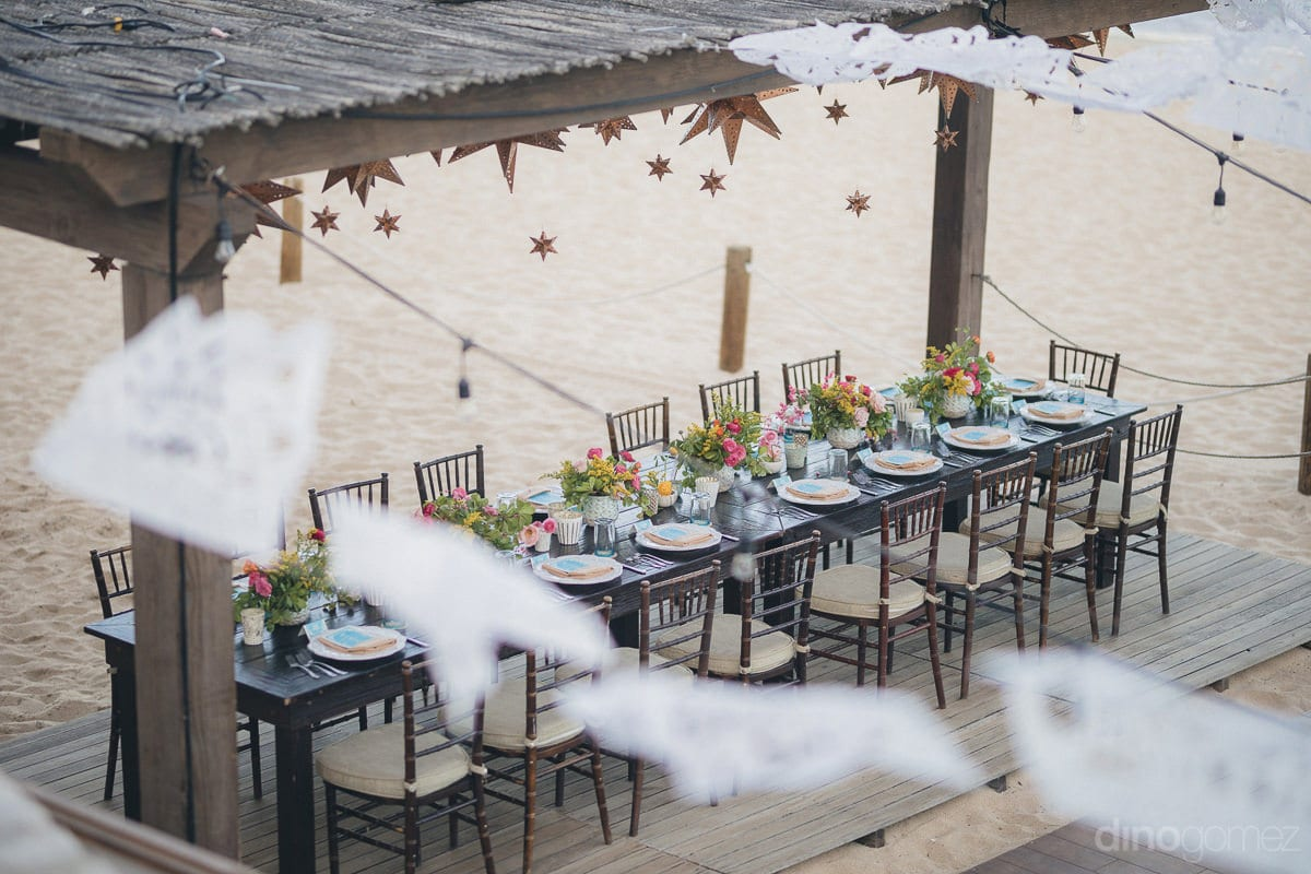 The picture captures the beautifully decorated dinning tables of the wedding guests- Nikki and David