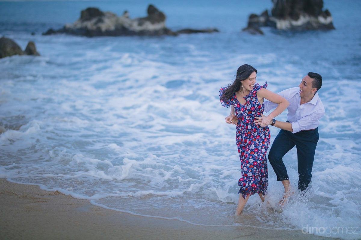 Fun & Romantic Session in Mexico - Julia & Mauricio