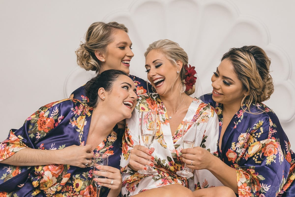 Photographer in Cabo bride with bridesmaids - Important Moments