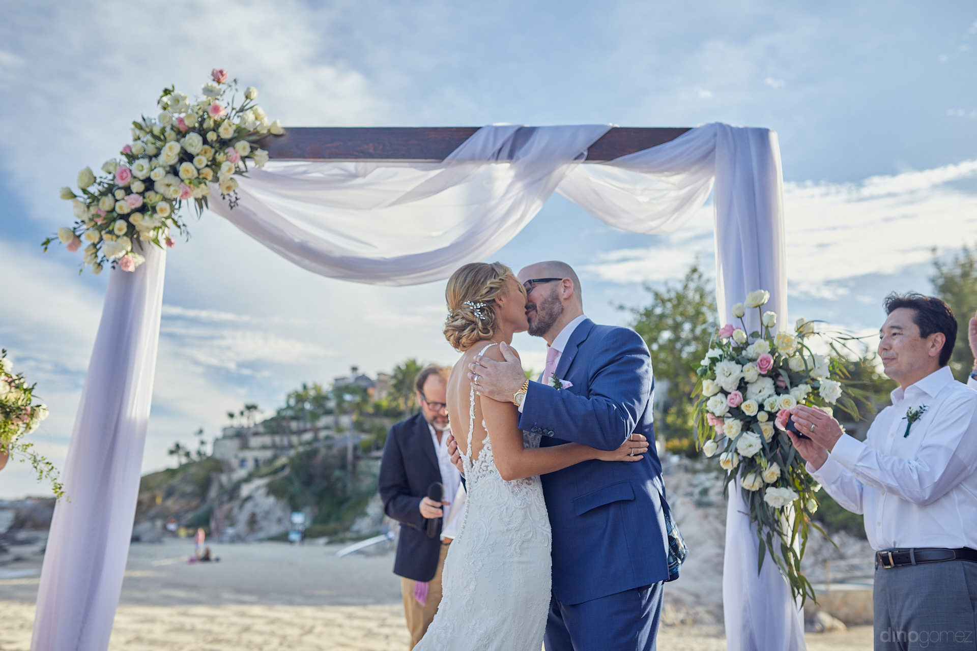 Photographer In Cabo Were Surprised By This Couple - Mm