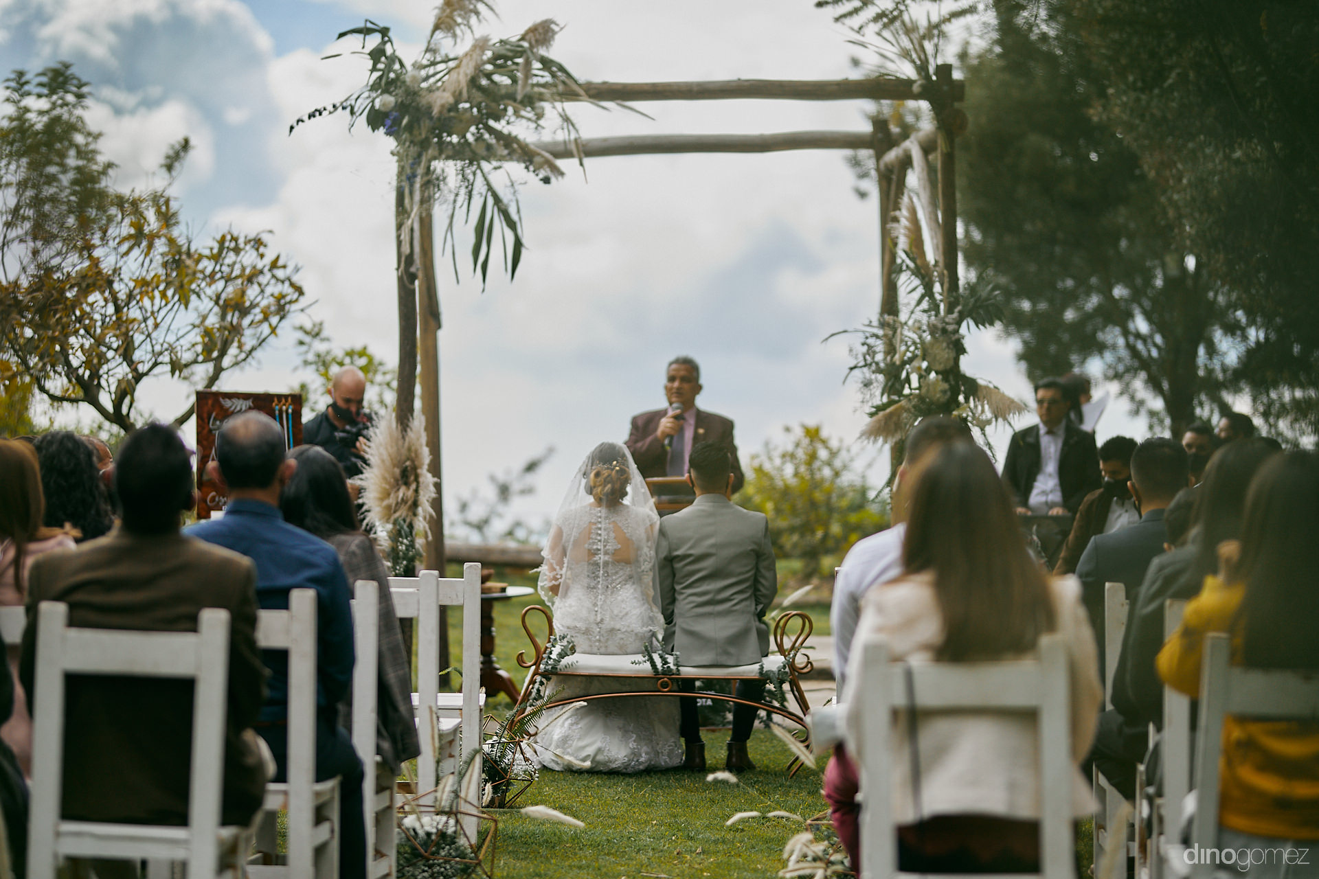 002 Casual Couples Session On A Budget - Diy Budget Destination Weddings Can Be Prety Too!