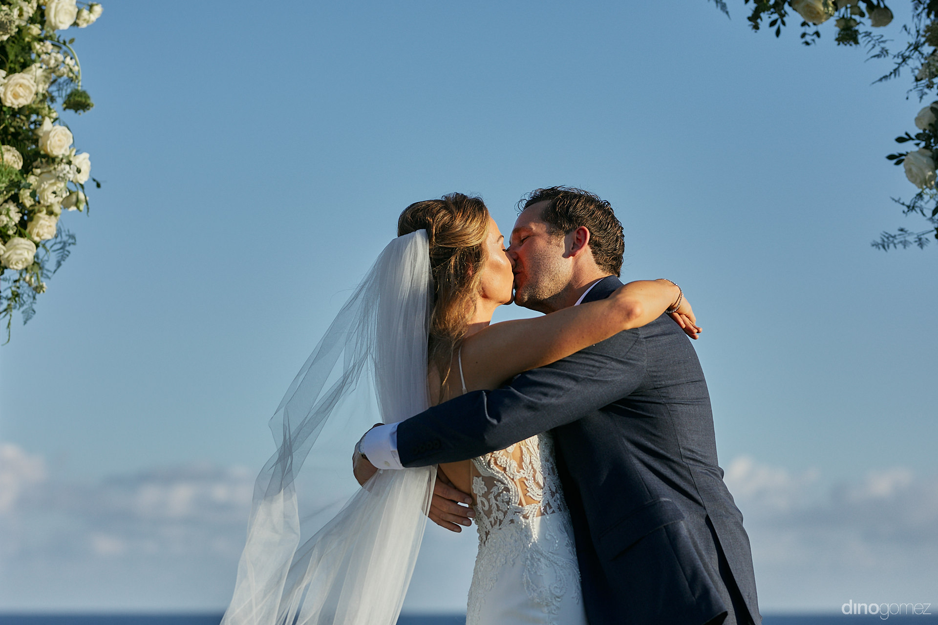 Cabo San Lucas Wedding Planners - Luxury Wedding Photographer In Cabo Dino Gomez - C&T