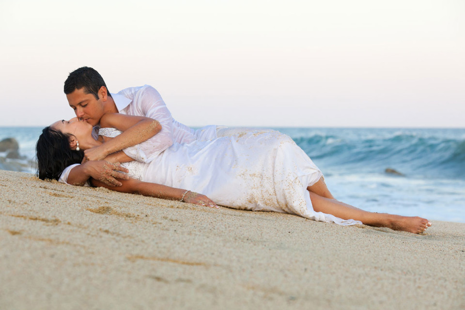 Sexy beach couple shot by wedding photographer in Cabo Dino Gomez