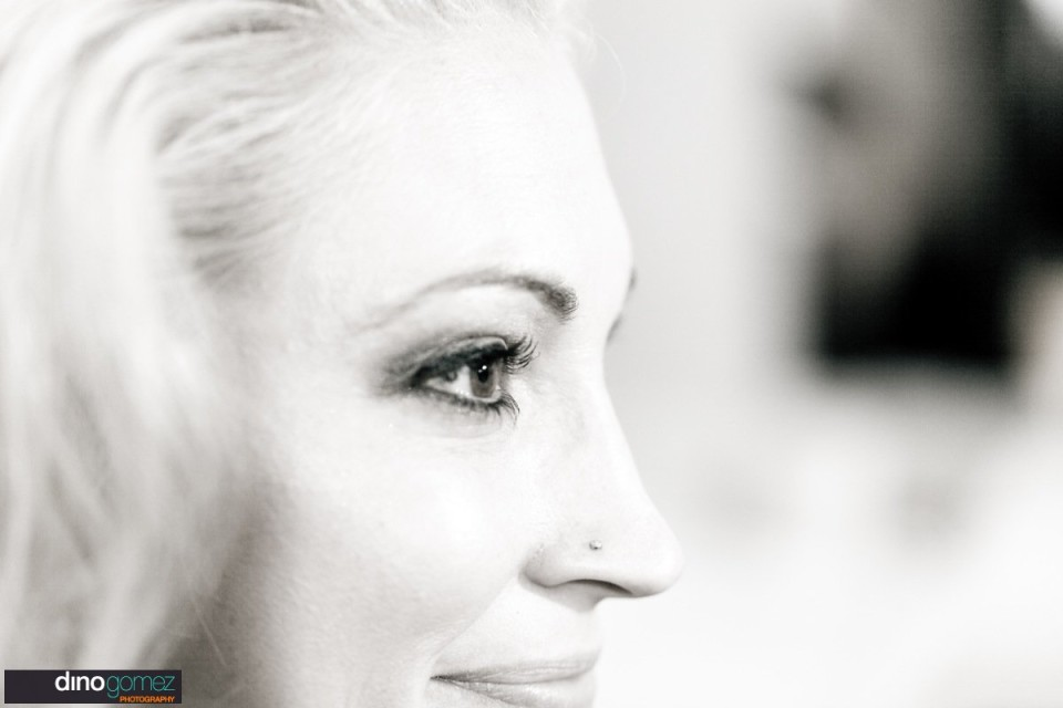 Beautiful face shot of the bride by destination wedding photographer Dino Gomez
