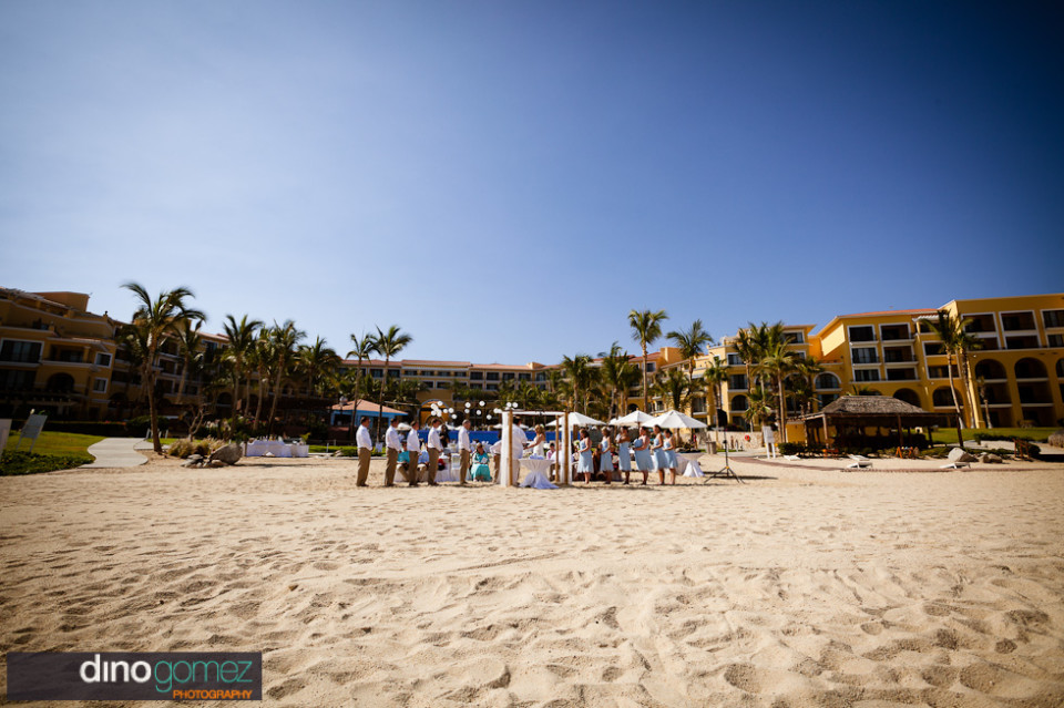 Wonderful capture of the bridal party on the sands by wedding photographer in Cabo Dino Gomez